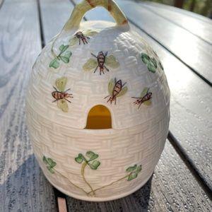 Belleek Cream Kylmore Honey Pot Shamrocks & Bees